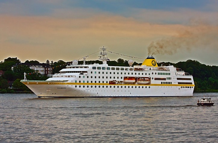 passenger ship grounding